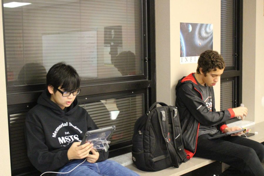Junior Sean Khomphengchan (left) and Senior Abdessamed Boussaha (right) work on their calculus homework in Mrs. Semancik's room on Wednesday, Feb. 5. The integration of one-to-one iPads has opened up greater accessibility and more learning opportunities for students.