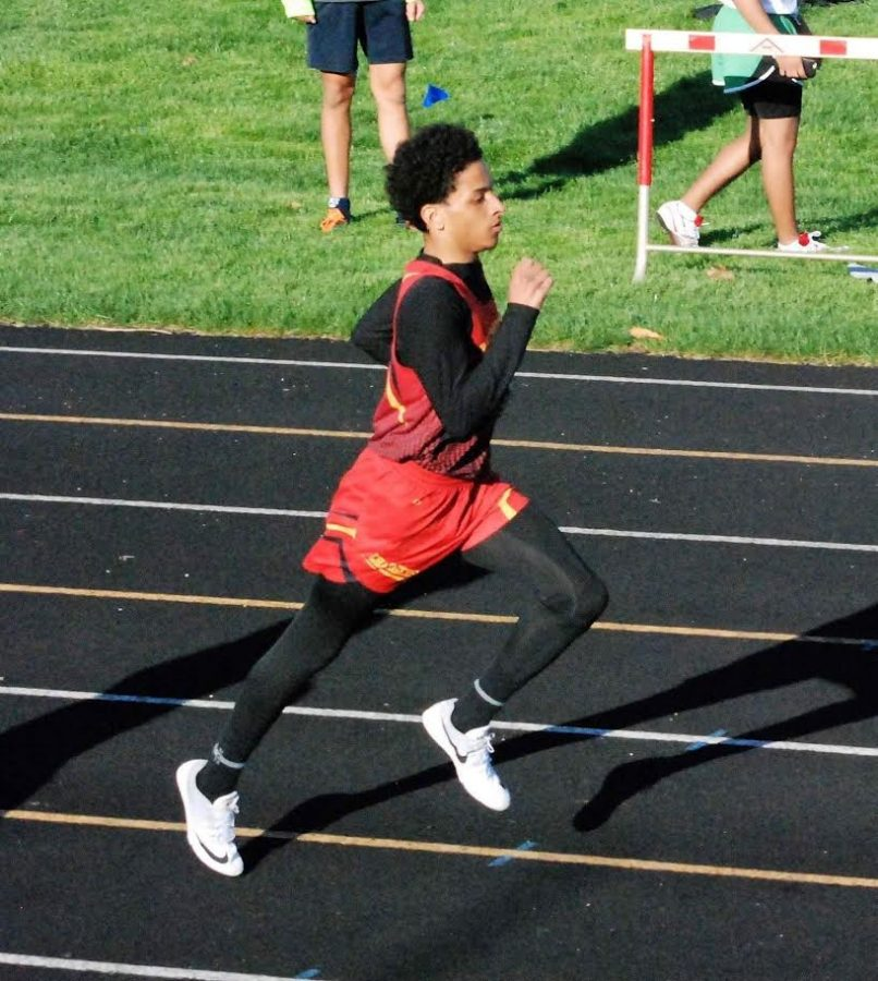 Curtis Peals running the 100 meter dash on